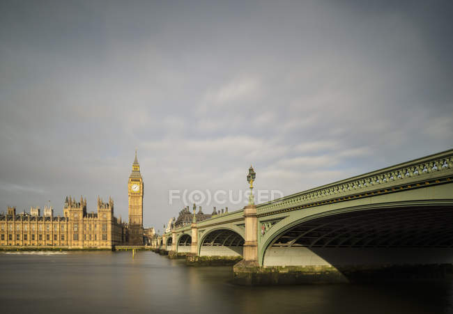 Vue de la Tamise, Westminster Bridge et le Palais de Westminster, Londres, Royaume-Uni — Photo de stock