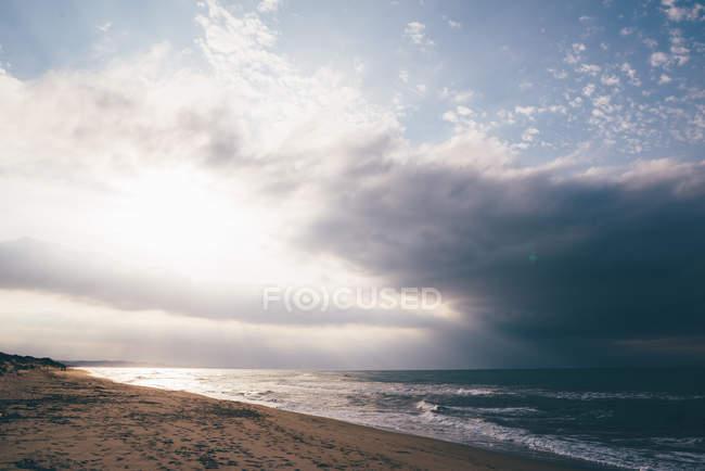 Vue mer et orage, Sorso, Sassari, Sardaigne, Italie — Photo de stock