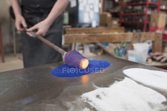 Glassblower adding colour to hot glass — Stock Photo