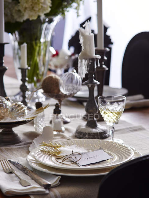 Різдво сервірування столу з vintage свічники — стокове фото