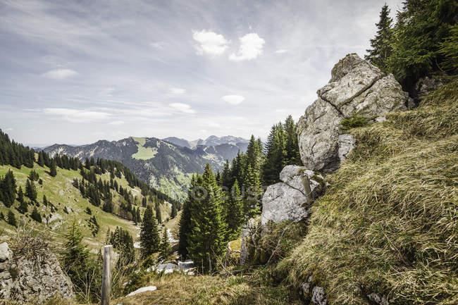 Vista panorámica de Rocas en Mt Wallberg, Baviera, Alemania - foto de stock