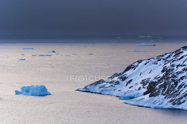Icebergs dans le fjord glacé d'Ilulissat, Disko Bay, Groenland — Photo de stock