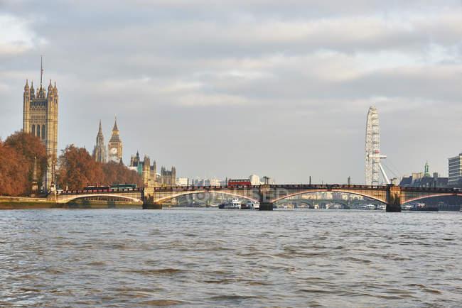 Veduta del Lambeth Bridge e delle Houses of Parliament sul Tamigi, Londra, Regno Unito — Foto stock