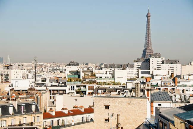 Paris cityscape with Eiffel Tower — Stock Photo
