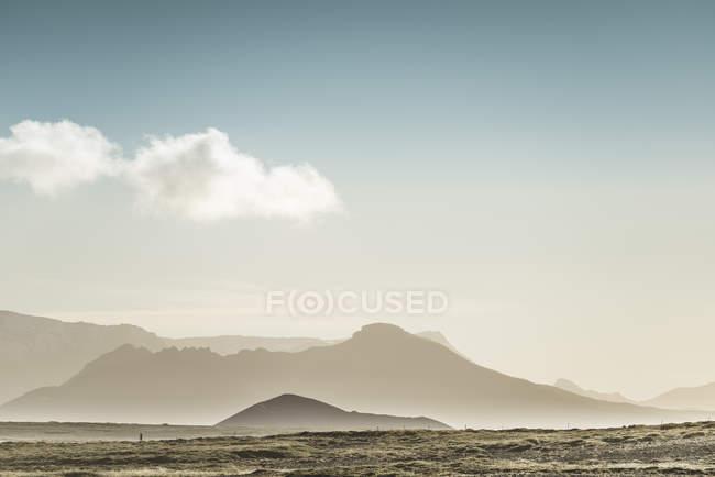 Гір у вечір туман, Snaefellsnes, Ісландія — стокове фото