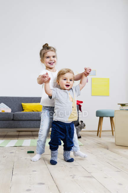 Brother and sister playing at home — Stock Photo