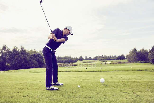 Golfer golfen auf dem Platz, korschenbroich, düsseldorf, deutschland — Stockfoto