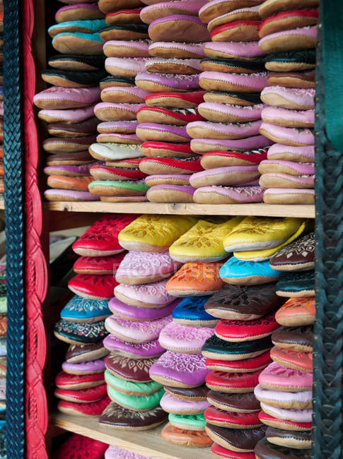 Тапочки складені й на продаж в магазин — стокове фото