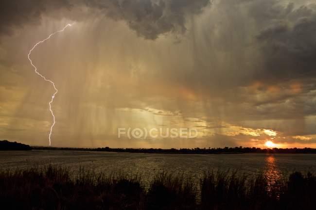 Tempestade sobre o lago, Simonga, Livingstone, Zâmbia — Fotografia de Stock