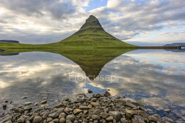 Mt. Kirkjufell, Grundarfjordur, Iceland reflecting in water — Stock Photo