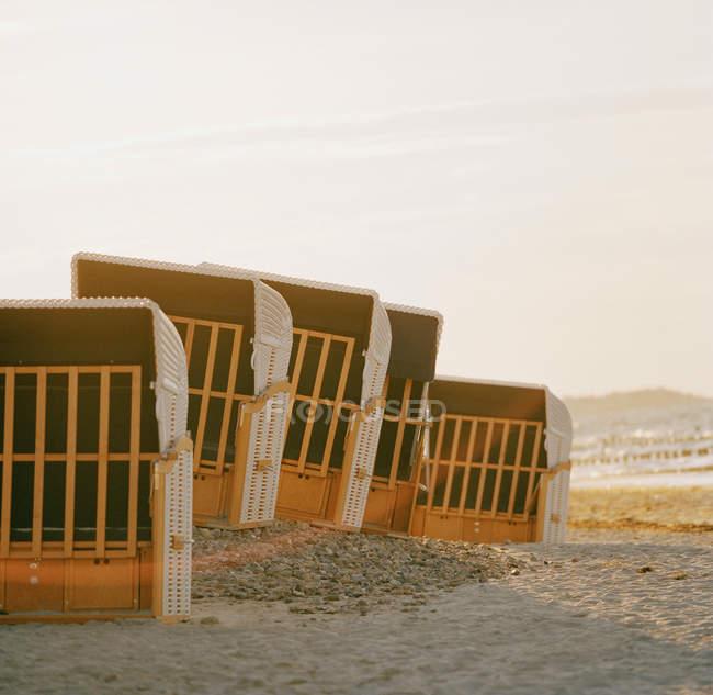 Cabanas de praia na costa do mar Báltico — Fotografia de Stock
