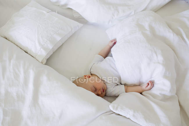 Baby girl asleep in bed — Stock Photo