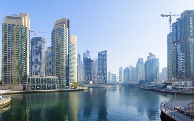 Дубай-Марина в дневное время, Объединенные Арабские Эмираты — стоковое фото