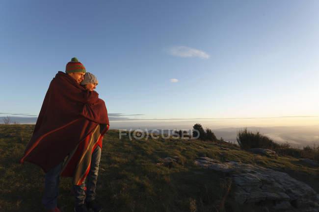 Couple enjoying view from hilltop, Montseny, Barcelona, Catalonia, Spain — Stock Photo