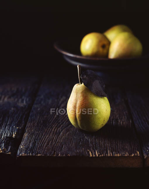 Ripe fresh pears on table — Stock Photo