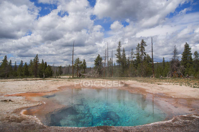 Firehole lake drive at yellowstone national park, united states of america — Stock Photo