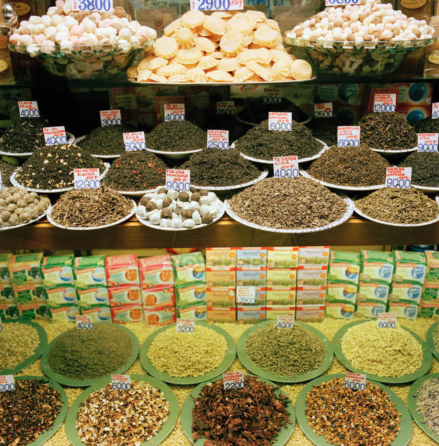 Alimentos locais para venda na loja — Fotografia de Stock