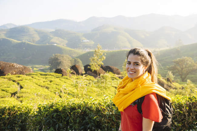 Portrait of young woman in tea plantations near Munnar, Kerala, India — Stock Photo