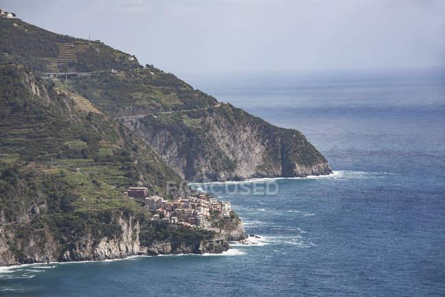 Veduta elevata del borgo roccioso e mediterraneo, Cornelia, Cinque Terre, Italia — Foto stock