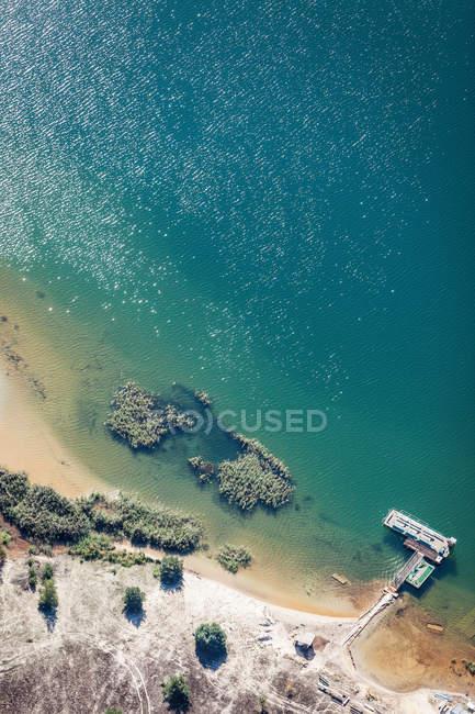 Vista aérea de la costa - foto de stock