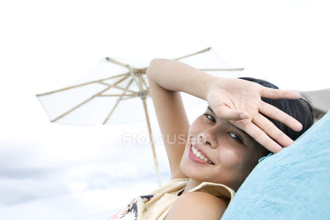 Portrait of woman relaxing on beach, Ari Atoll, Maldives — Stock Photo