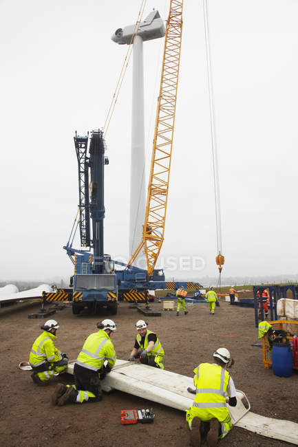 Engineers working on wind turbine construction site — Foto stock