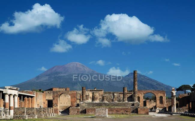 Ruínas do Fórum, Pompeia e Monte Vesúvio — Fotografia de Stock