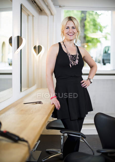 Female business owner in hair salon, portrait — Stock Photo