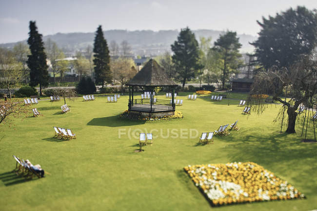 Aerial view of deck chairs on green grass in sunlight at park — Stock Photo
