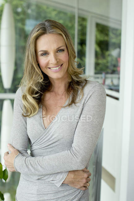Mature blonde woman smiling, portrait — Stock Photo