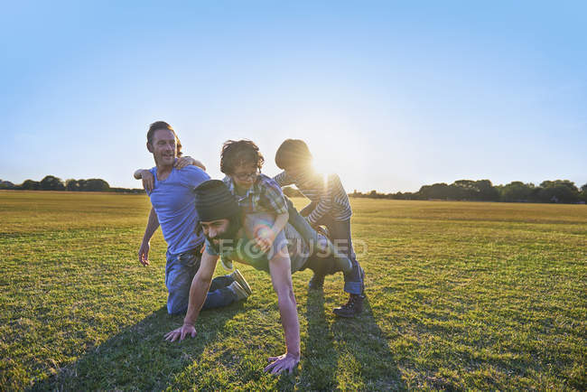 Family enjoying outdoor activities in sunny park — Stock Photo