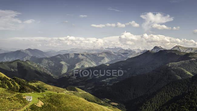 Вид на ландшафт, Сен-Мішель, Піренеях, Франція — стокове фото