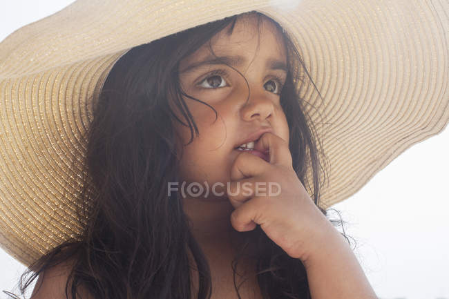 Close up portrait of young girl in sunhat — Stock Photo