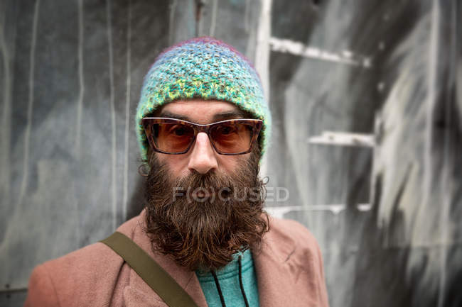 Portrait of bearded mature man with beanie and sunglasses — Stock Photo