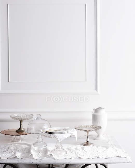 Auswahl an Cakestands auf traditionelle Tee-Tisch — Stockfoto