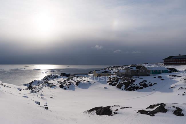 Nuages d'orage au-dessus de la baie de Disko à Ilulissat, au Groenland — Photo de stock