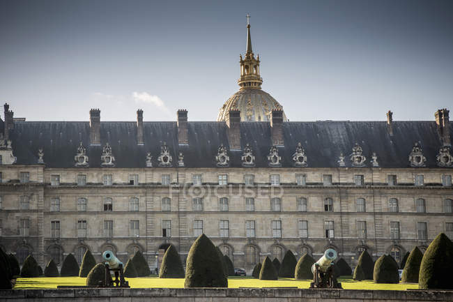View of Les Invalides and formal gardens, Paris, France — Stock Photo