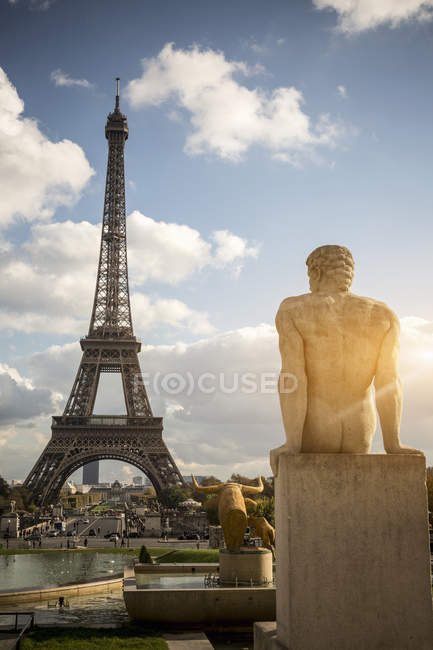 View of sculpture in front of Eiffel Tower, Paris, France — Stock Photo
