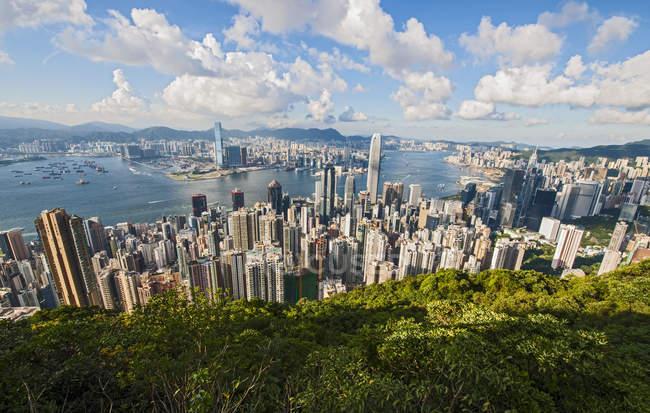 Vue de la forte inclinaison de Hong Kong de Victoria peak, Chine — Photo de stock