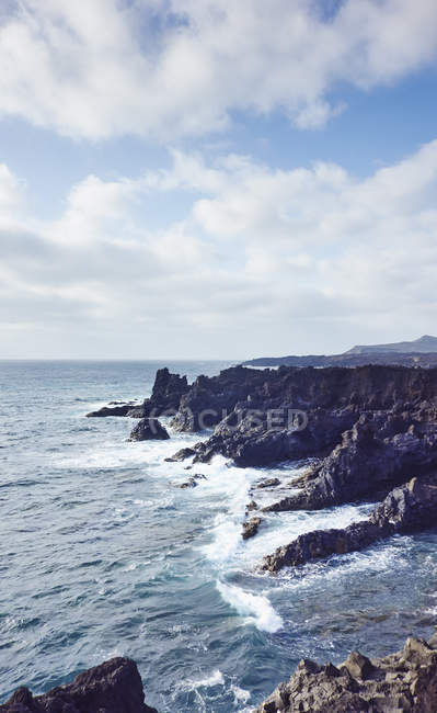 Ocean waves and coast, Lanzarote, Canary Islands, Spain — Stock Photo
