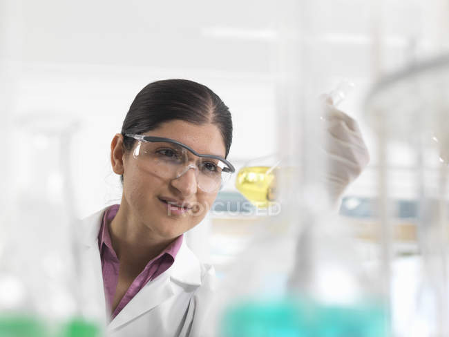 Female chemical scientist developing formula in laboratory — Stock Photo