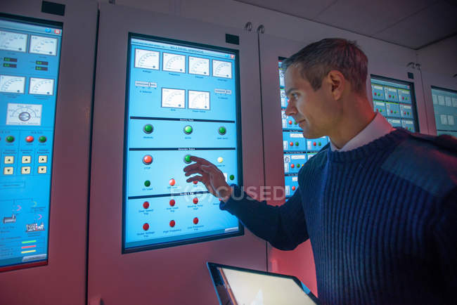Student operating equipment in ship's engine room simulator — Stock Photo