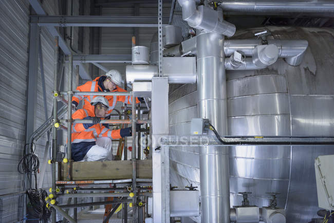 Workers inspecting condenser in gas-fired power station — Stock Photo