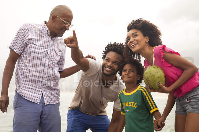 Grandfather and family looking up from Ipanema Beach, Rio De Janeiro, Brazil — Stock Photo