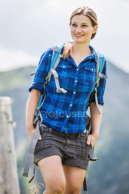 Ritratto di donna adulta, Tirolo, Austria — Foto stock