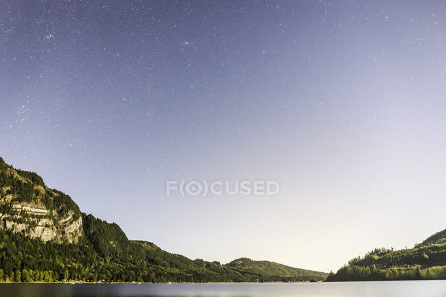 Horne Lake and starry sky, Qualicum Bay, Vancouver Island, British Columbia, Canada — Stock Photo