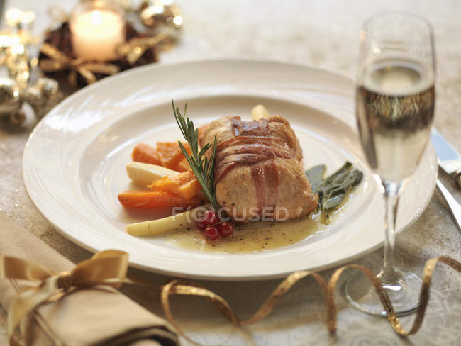 Roasted turkey served with boiled vegetables — Stock Photo