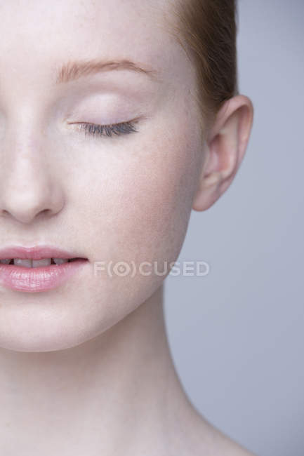 Close up portrait of young woman, eyes closed — Stock Photo