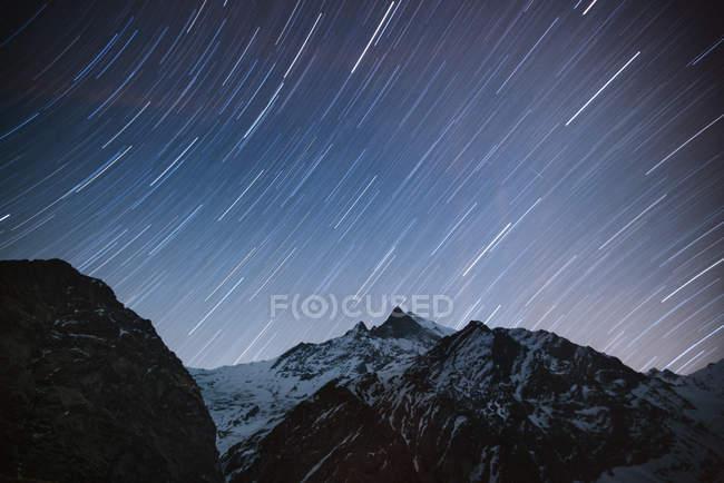 Zona campo base Machapuchare, a notte, lunga esposizione, trek Abc, Annapurna Base Camp trek, Nepal — Foto stock