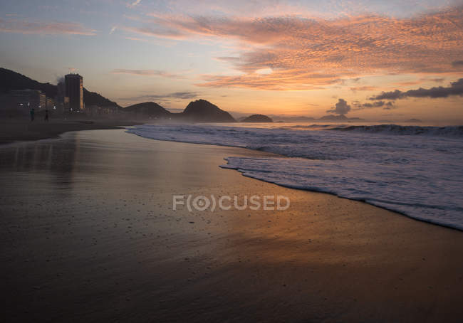 Waves lapping on Copacabana beach at dawn, Rio De Janeiro, Brazil — Stock Photo